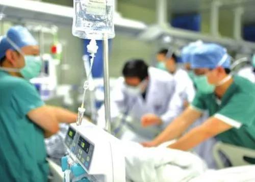 新晃县人民医院胸痛中心成功救治一急性心梗致心脏骤停的患者